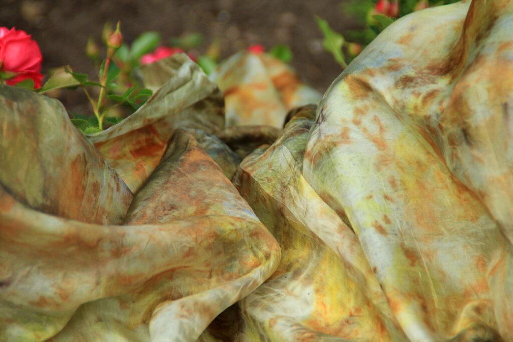 loodusvärvid; taimetükk; ecoprinting; dyeing